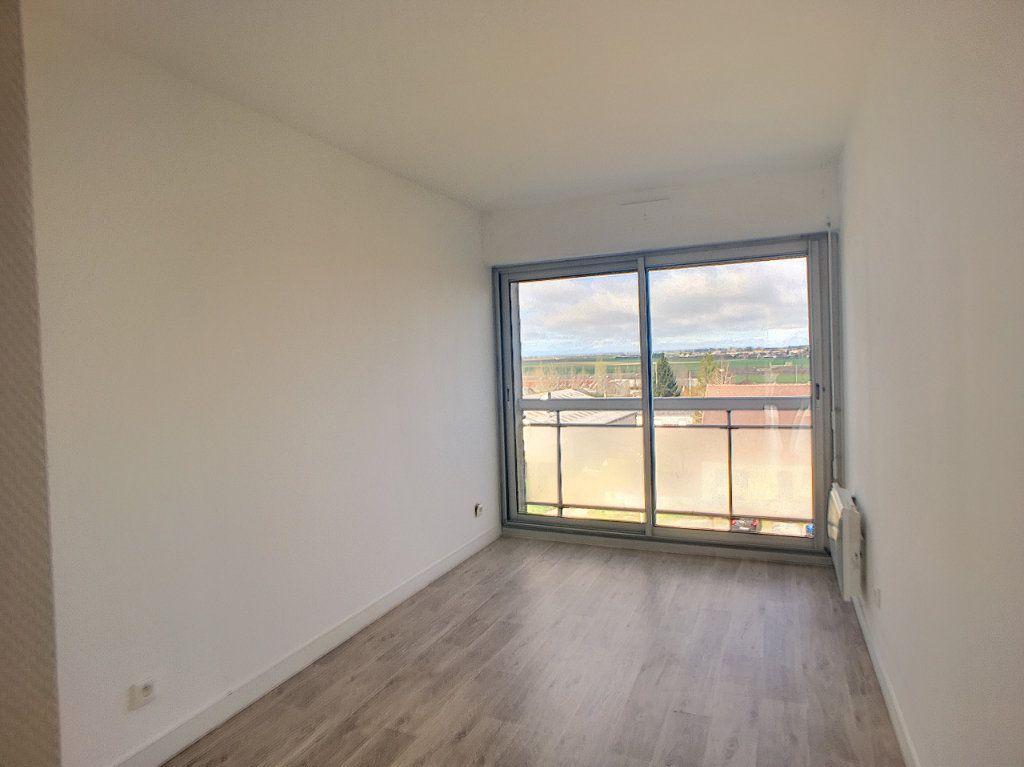 Appartement à louer 4 75.58m2 à Beaugency vignette-5