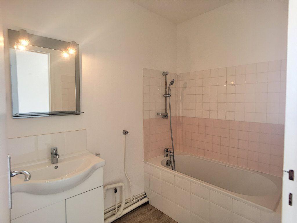 Appartement à louer 4 75.58m2 à Beaugency vignette-7