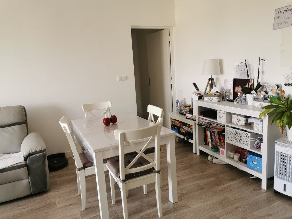 Appartement à louer 4 75.58m2 à Beaugency vignette-12