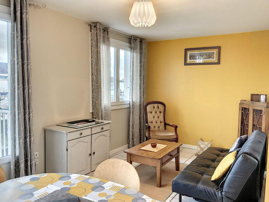 Appartement à louer 3 62.22m2 à Beaugency vignette-1
