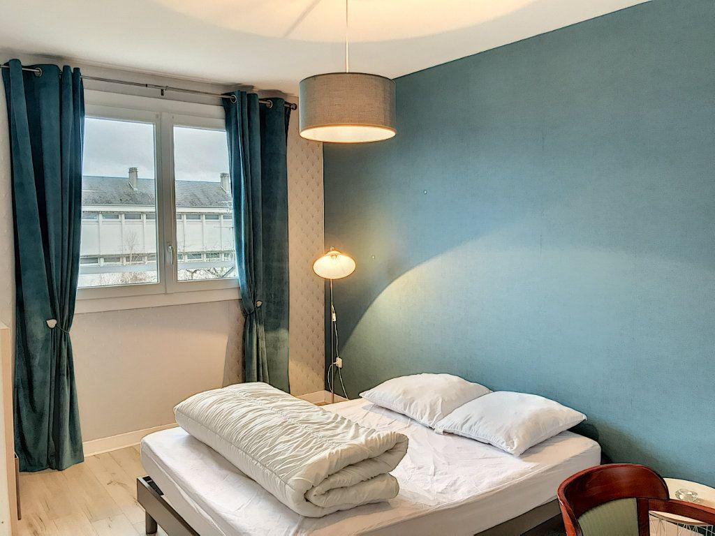 Appartement à louer 3 62.22m2 à Beaugency vignette-3