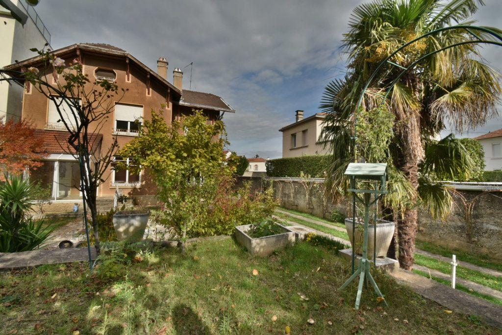 Maison à vendre 8 172m2 à Romans-sur-Isère vignette-1