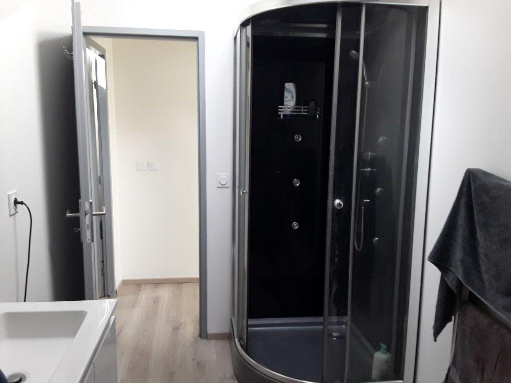 Appartement à louer 2 40m2 à Romans-sur-Isère vignette-2