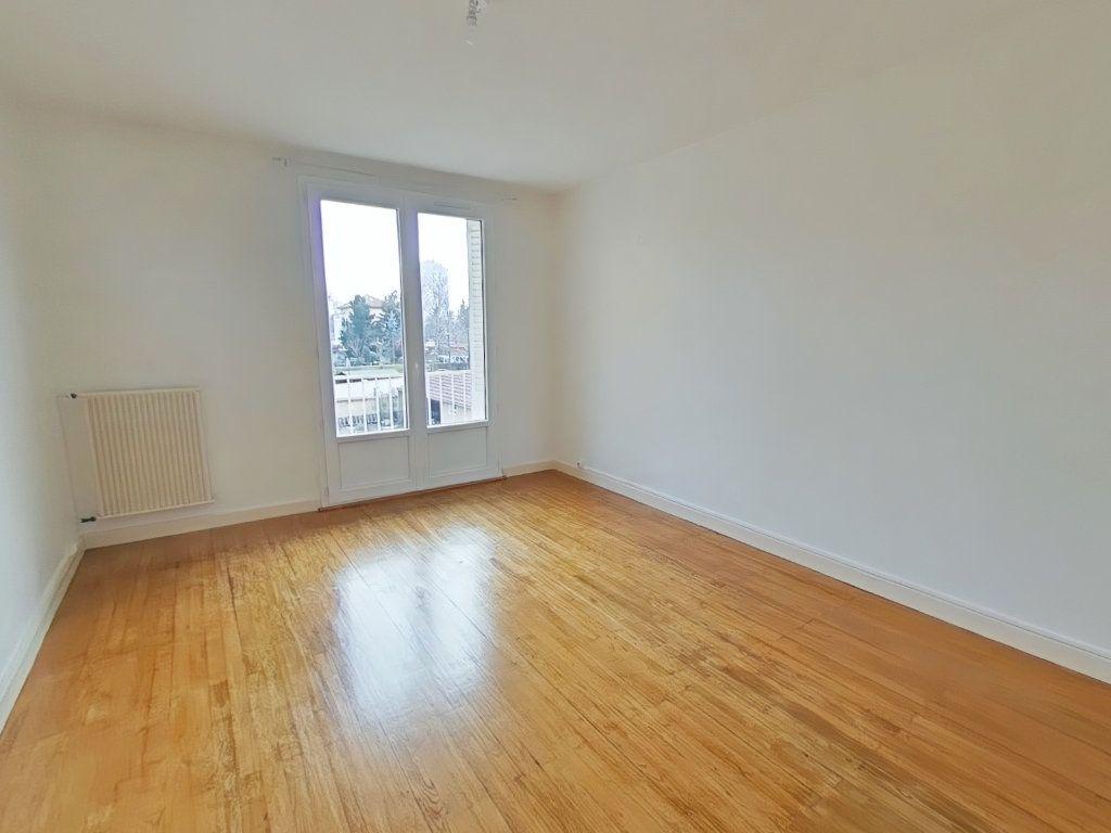 Appartement à louer 3 57.64m2 à Romans-sur-Isère vignette-1