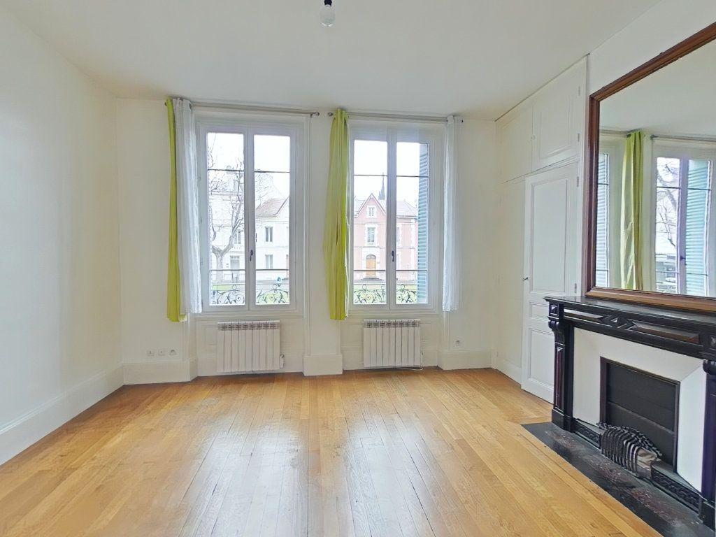 Appartement à louer 2 38m2 à Romans-sur-Isère vignette-1