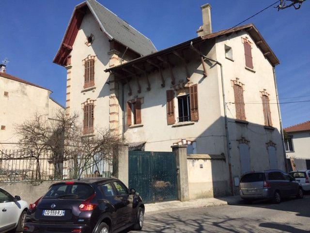 Maison à vendre 8 284m2 à Romans-sur-Isère vignette-1