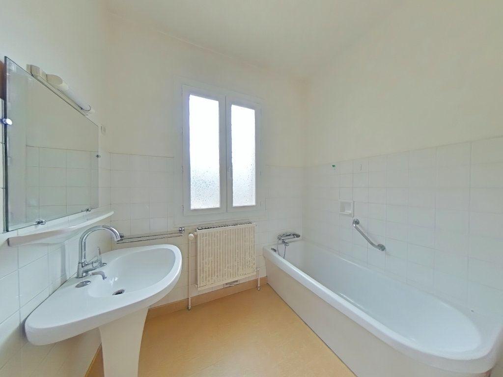 Maison à vendre 7 156m2 à Saint-Donat-sur-l'Herbasse vignette-8