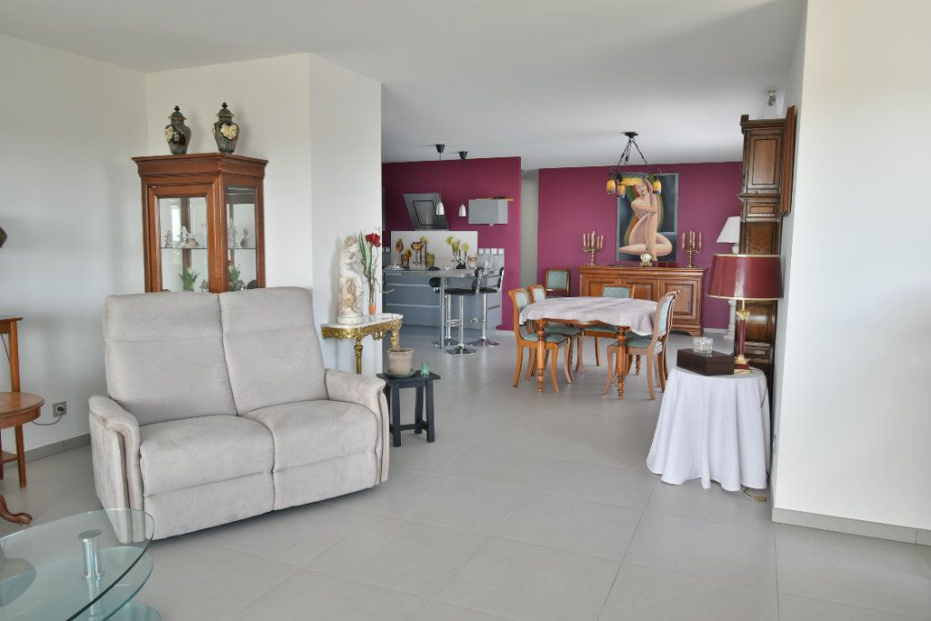 Appartement à vendre 5 127m2 à Romans-sur-Isère vignette-2