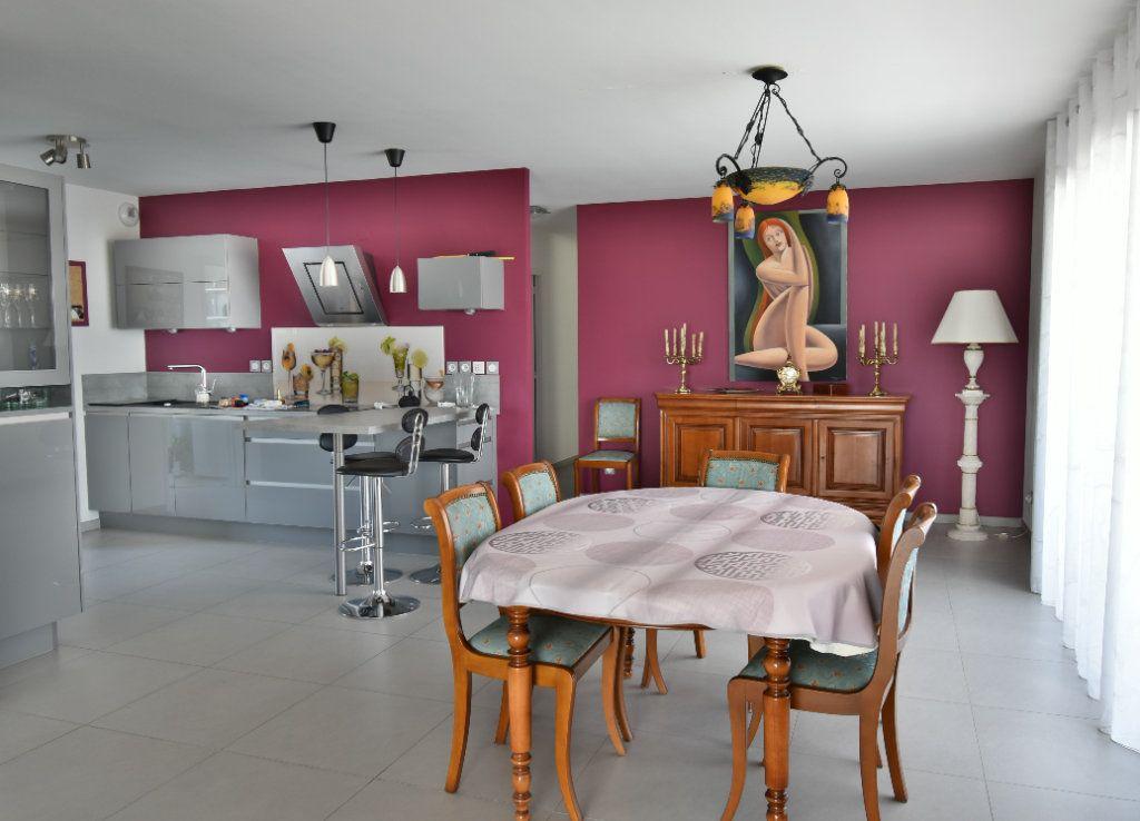 Appartement à vendre 5 127m2 à Romans-sur-Isère vignette-4