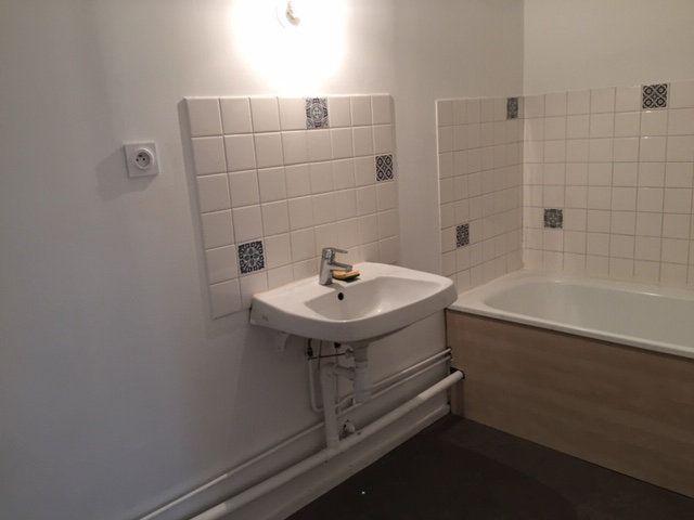 Appartement à vendre 5 109.17m2 à Romans-sur-Isère vignette-6