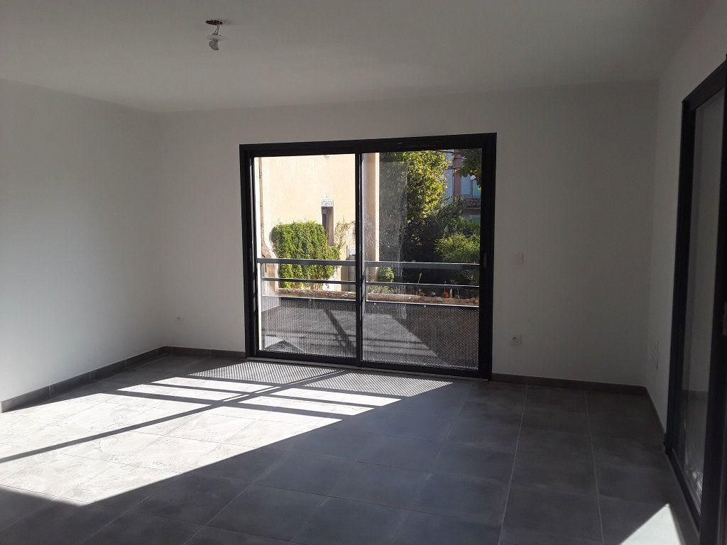 Appartement à louer 2 53.9m2 à Romans-sur-Isère vignette-4