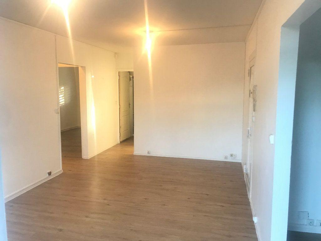 Appartement à louer 4 60m2 à Les Abymes vignette-3