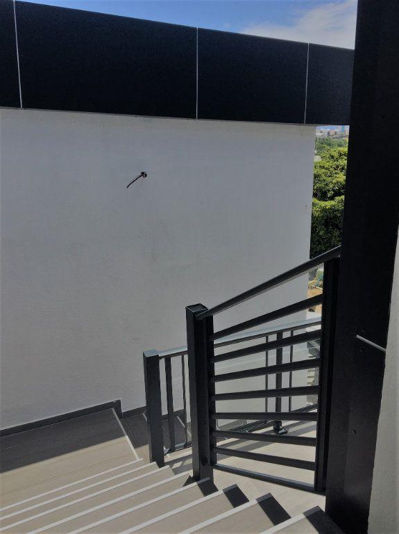 Appartement à louer 4 209m2 à Le Gosier vignette-14
