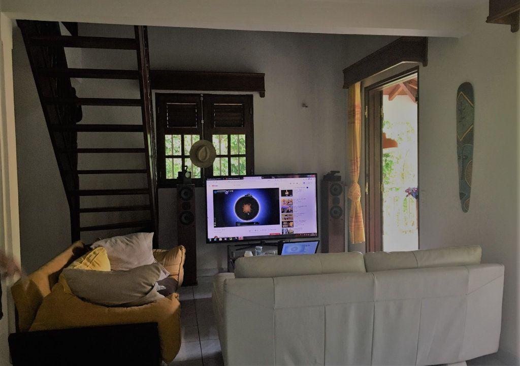 Maison à louer 3 104m2 à Le Gosier vignette-6