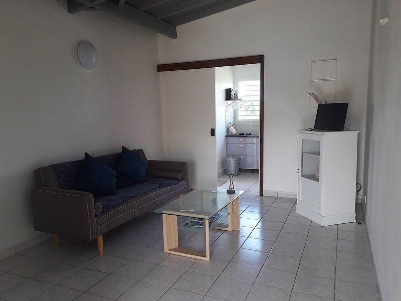 Appartement à louer 2 55m2 à Sainte-Rose vignette-1