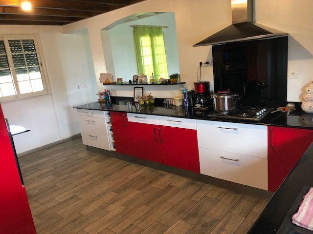Maison à vendre 7 234m2 à Sainte-Anne vignette-2