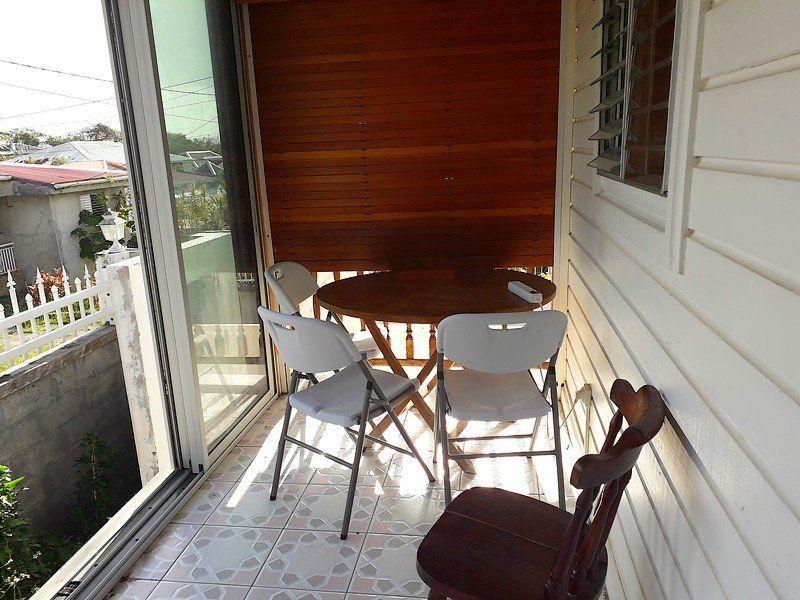 Appartement à louer 2 32m2 à Sainte-Anne vignette-1