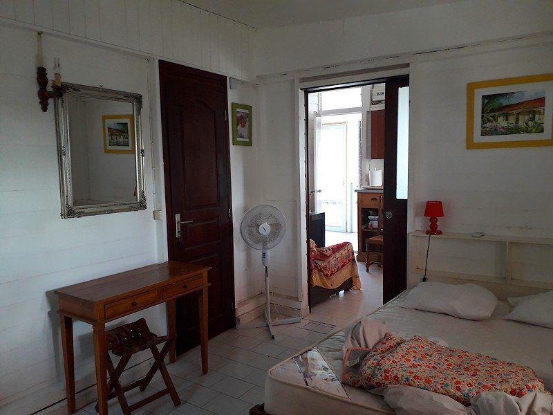 Appartement à louer 2 32m2 à Sainte-Anne vignette-2