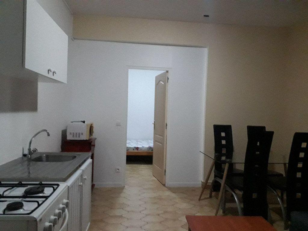 Appartement à louer 2 31m2 à Les Abymes vignette-2