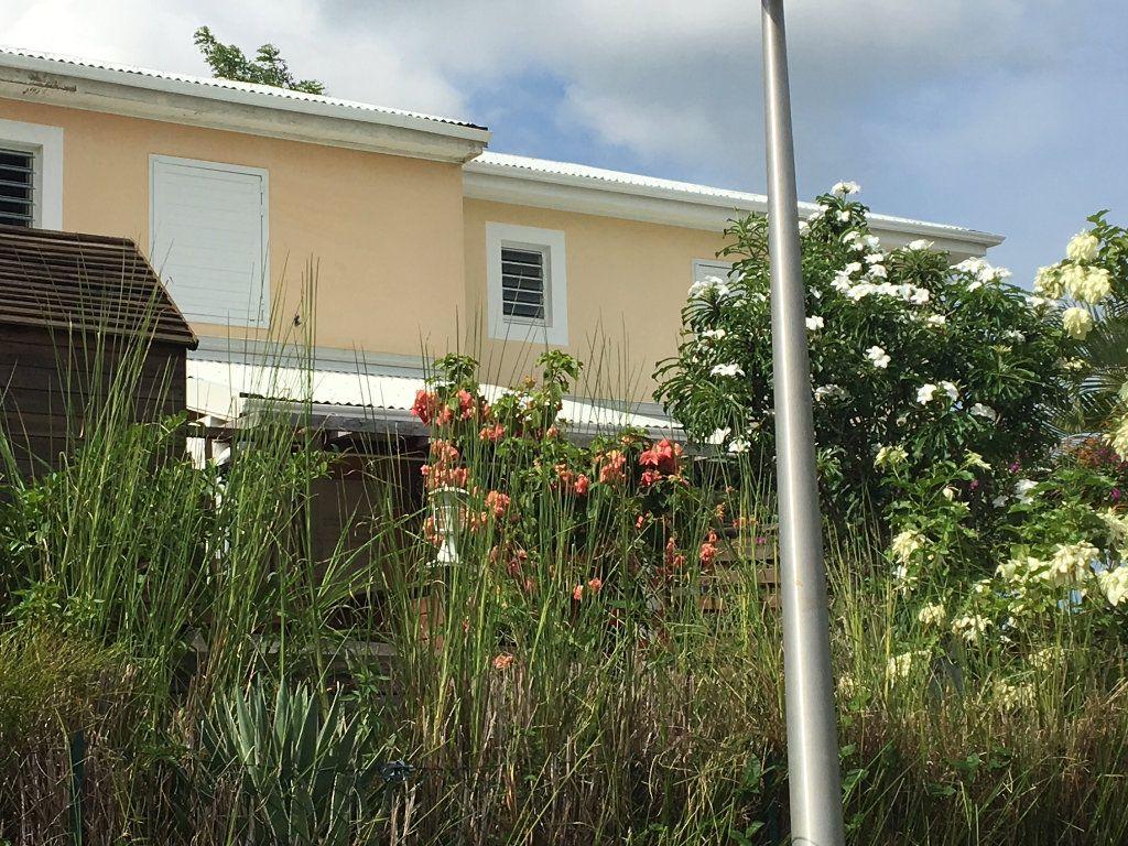 Appartement à louer 3 70m2 à Baie-Mahault vignette-1