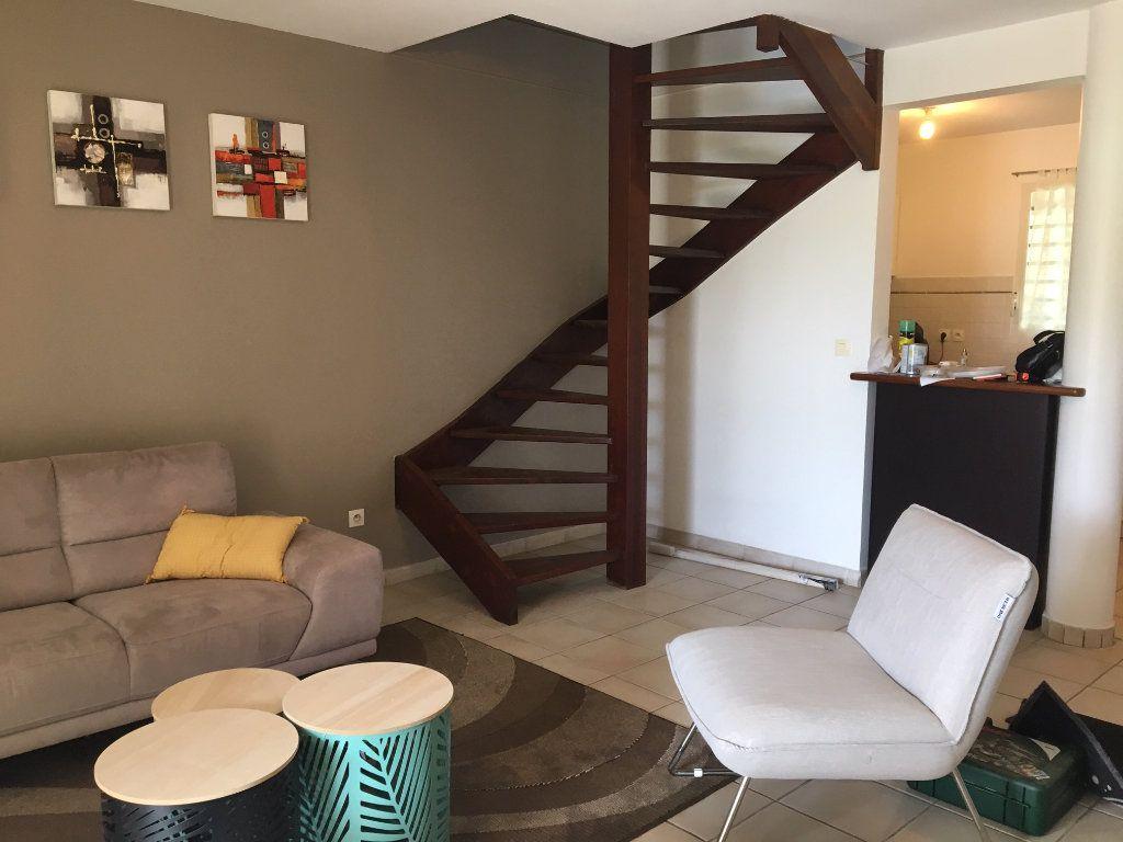 Appartement à louer 3 70m2 à Baie-Mahault vignette-2