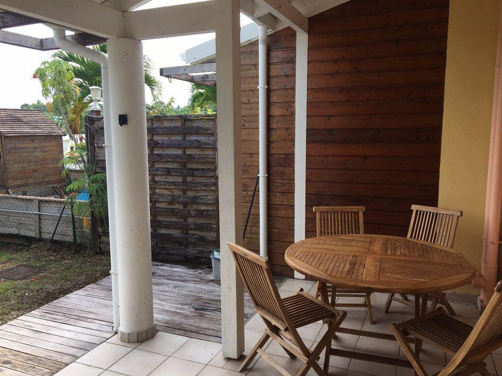 Appartement à louer 3 70m2 à Baie-Mahault vignette-3