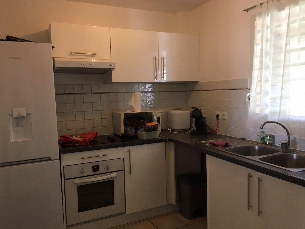 Appartement à louer 3 70m2 à Baie-Mahault vignette-4