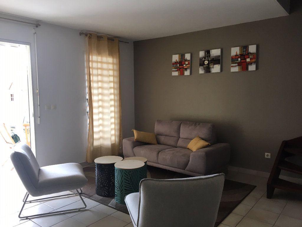 Appartement à louer 3 70m2 à Baie-Mahault vignette-5