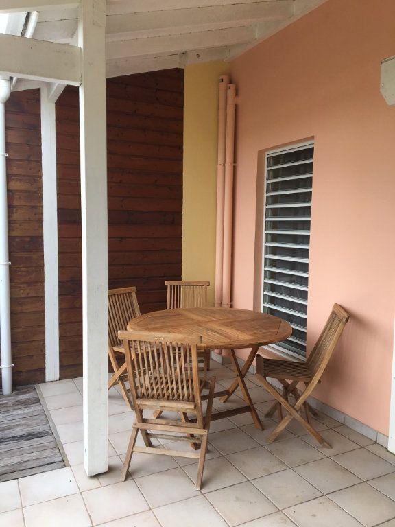 Appartement à louer 3 70m2 à Baie-Mahault vignette-6