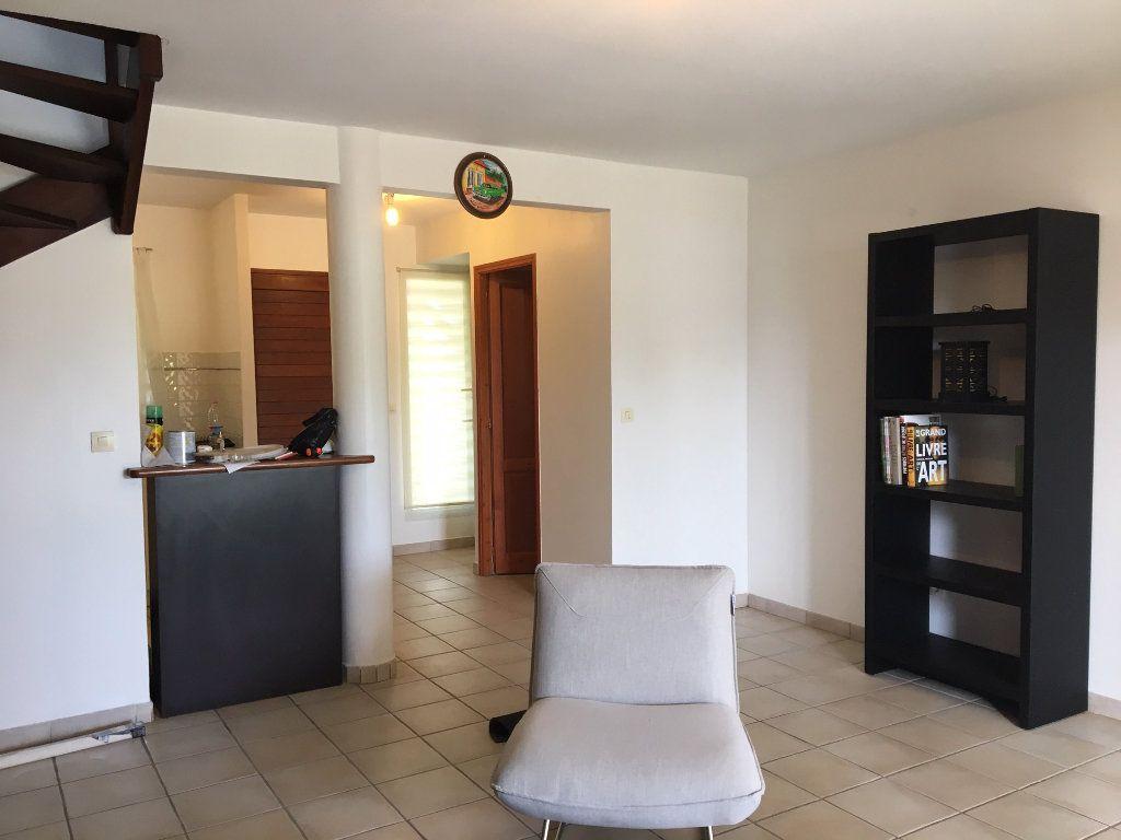 Appartement à louer 3 70m2 à Baie-Mahault vignette-8