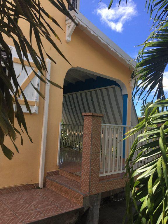 Maison à louer 4 71m2 à Sainte-Anne vignette-2