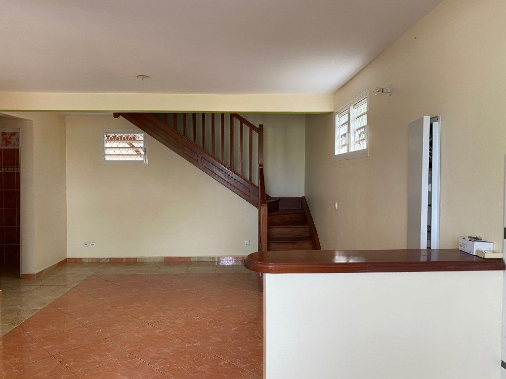 Maison à louer 4 71m2 à Sainte-Anne vignette-4