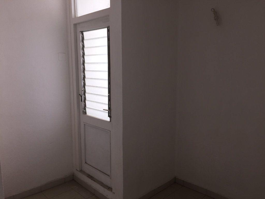 Appartement à vendre 4 72m2 à Pointe-à-Pitre vignette-13
