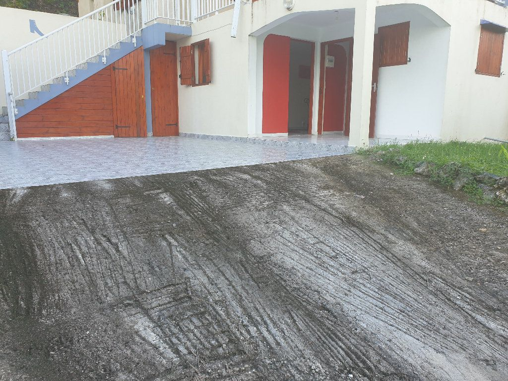 Maison à louer 3 50m2 à Sainte-Anne vignette-2