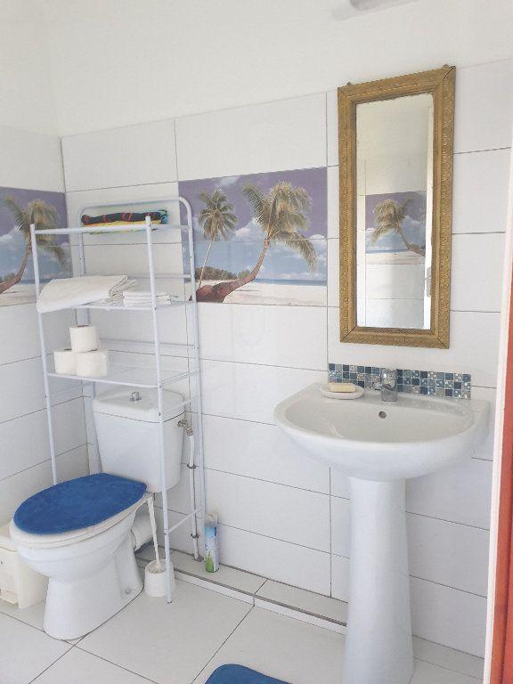 Maison à louer 3 50m2 à Sainte-Anne vignette-4