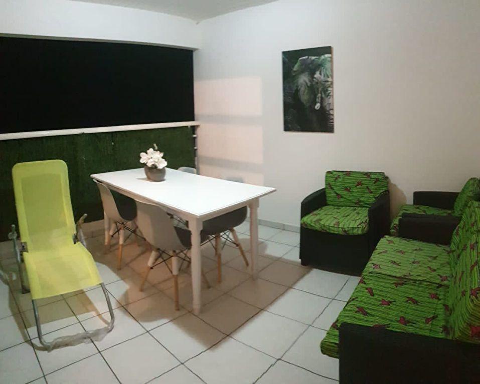 Appartement à louer 2 52.73m2 à Sainte-Anne vignette-1