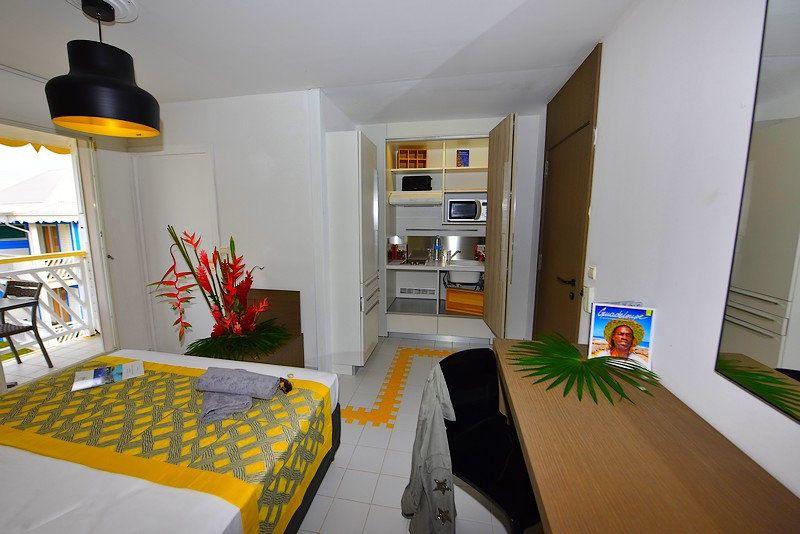 Appartement à louer 1 19.77m2 à Saint-François vignette-3