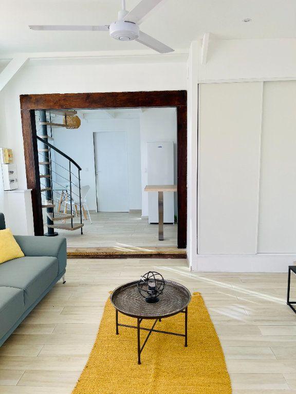 Appartement à louer 2 52m2 à Pointe-à-Pitre vignette-1