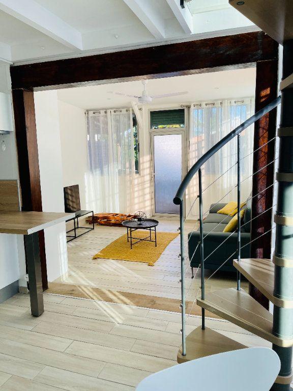 Appartement à louer 2 52m2 à Pointe-à-Pitre vignette-2
