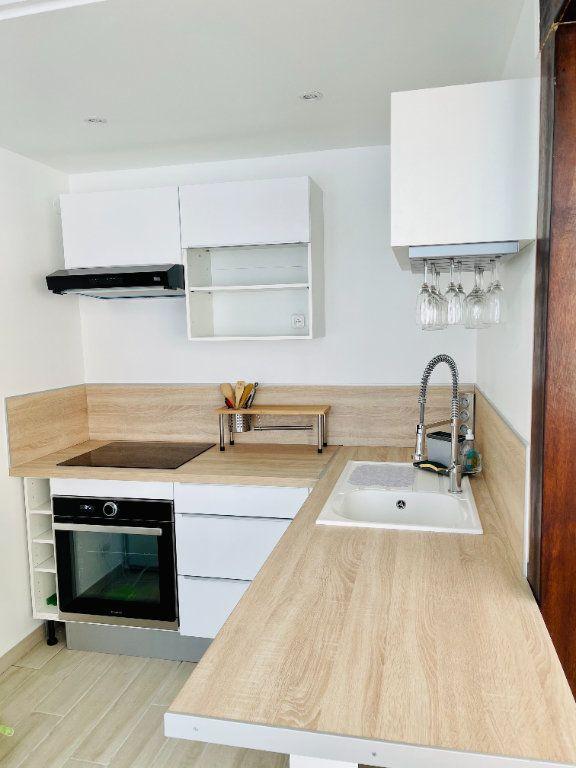 Appartement à louer 2 52m2 à Pointe-à-Pitre vignette-3