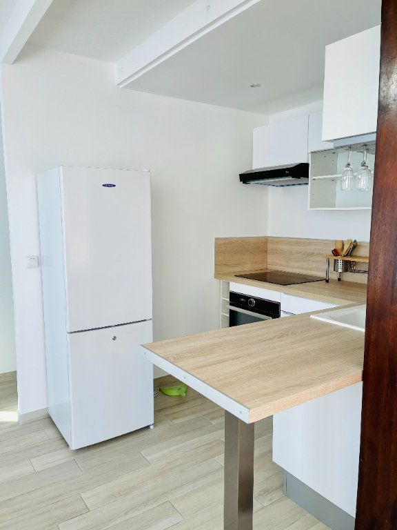 Appartement à louer 2 52m2 à Pointe-à-Pitre vignette-4