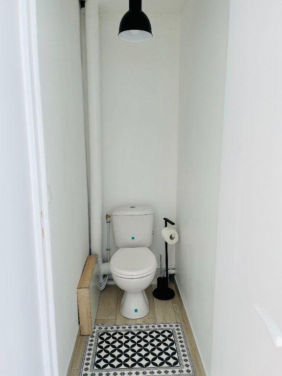 Appartement à louer 2 52m2 à Pointe-à-Pitre vignette-9