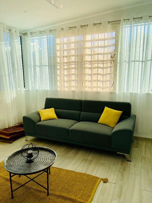 Appartement à louer 2 52m2 à Pointe-à-Pitre vignette-14