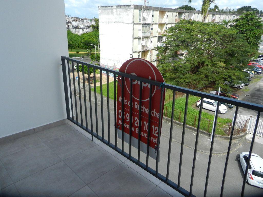 Appartement à vendre 3 45.46m2 à Pointe-à-Pitre vignette-1