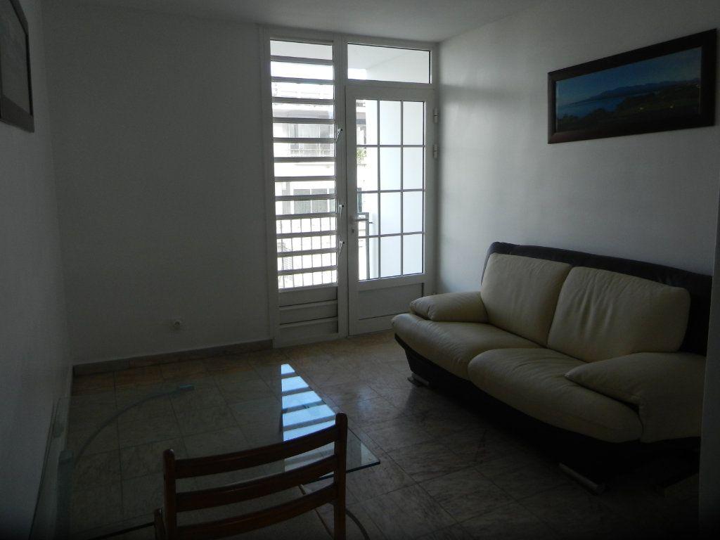 Appartement à vendre 3 45.46m2 à Pointe-à-Pitre vignette-2