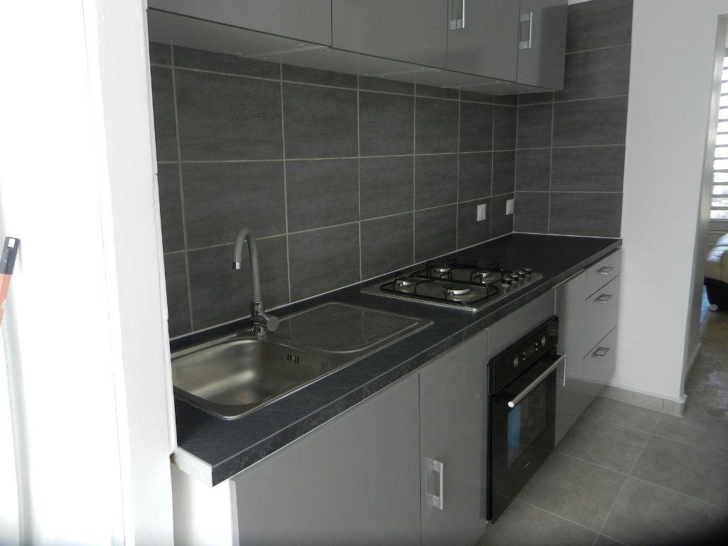 Appartement à vendre 3 45.46m2 à Pointe-à-Pitre vignette-3