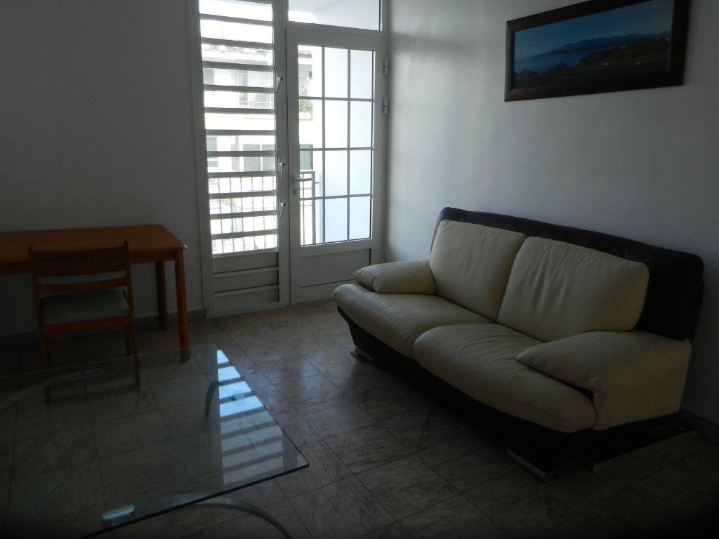 Appartement à vendre 3 45.46m2 à Pointe-à-Pitre vignette-9