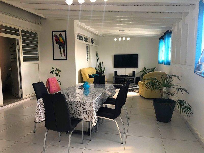 Maison à vendre 5 124.1m2 à Saint-François vignette-1