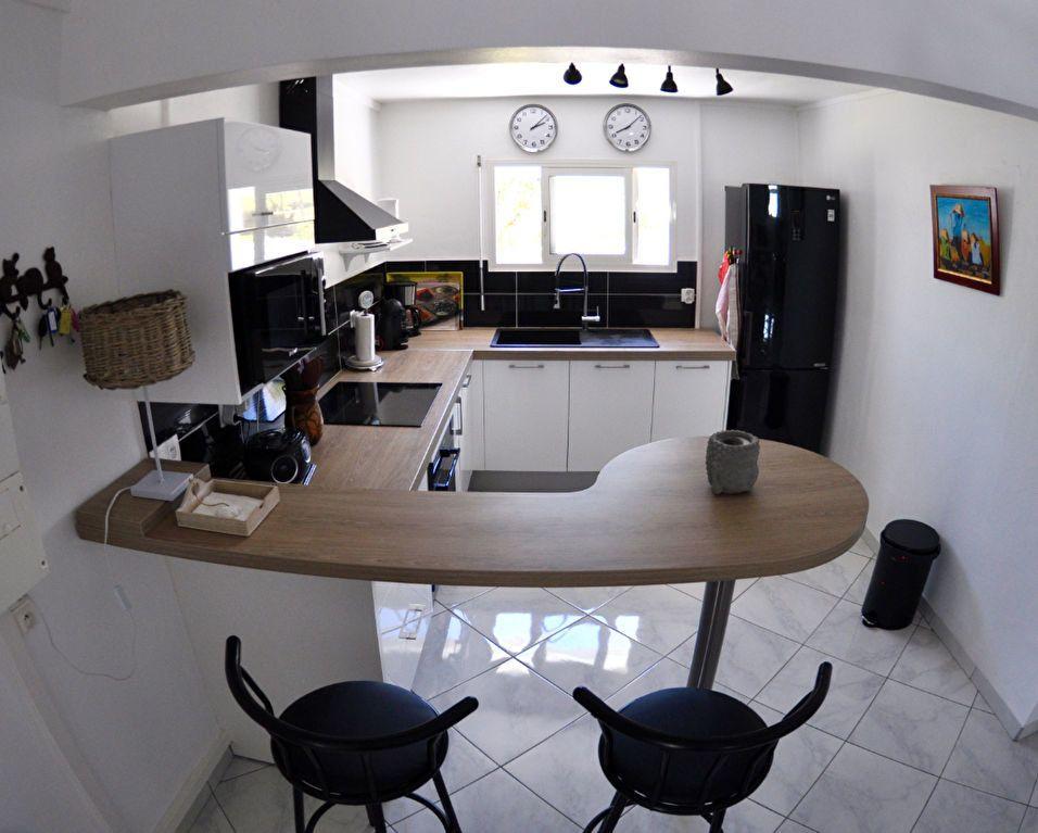 Appartement à louer 5 100m2 à Le Gosier vignette-3