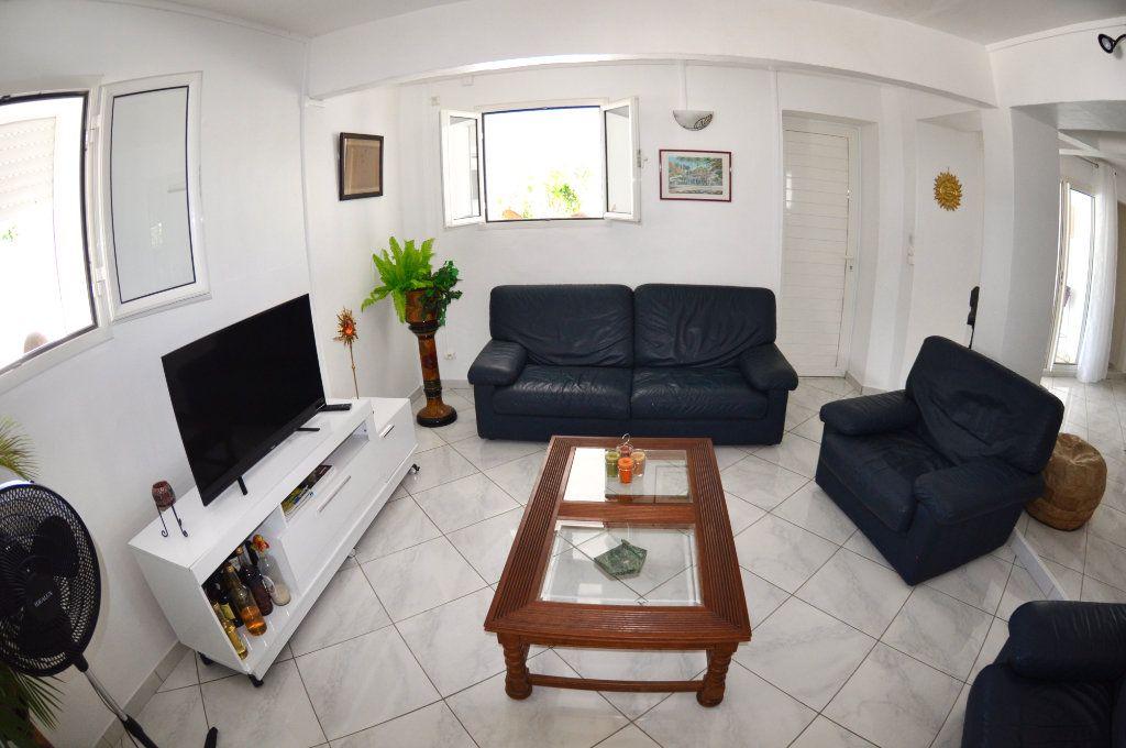 Appartement à louer 5 100m2 à Le Gosier vignette-5